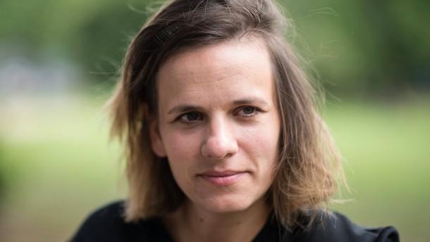 Kuratorin von Wiesbaden Biennale tödlich verunglückt