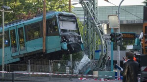 U-Bahn kollidiert mit Prellbock