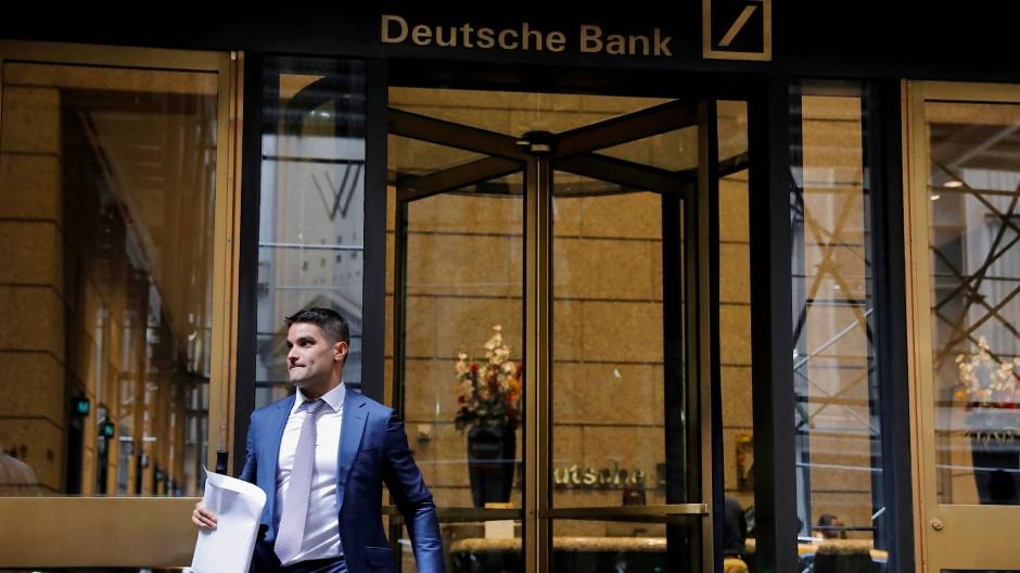 Die Drehtür der Deutschen Bank an der Wall Street in New York