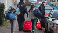 Abgelehnte Asylbewerber müssen das Land verlassen - hier eine Archivaufnahme aus Leipzig.