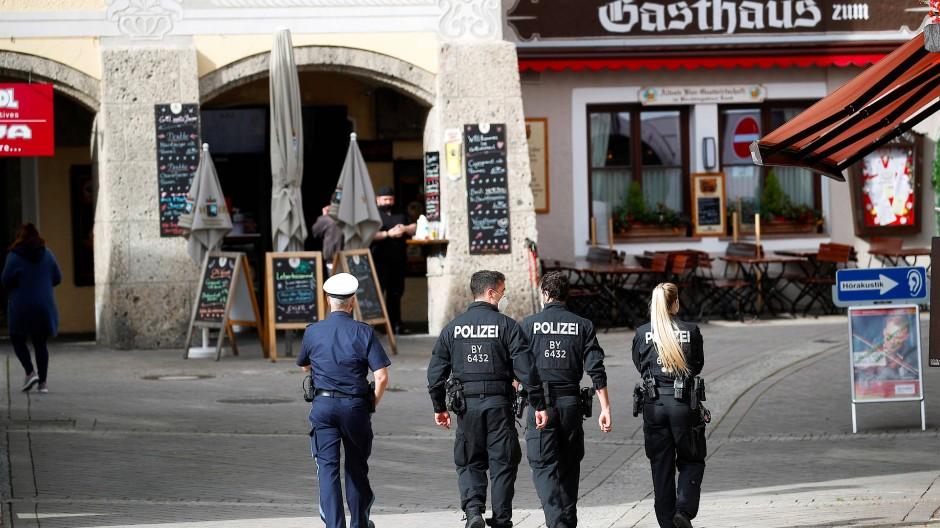 Polizei in Berchtesgaden: Die schnelle Ausbreitung des Coronavirus hat zu erheblichen Beschränkungen geführt.