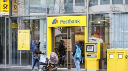 In Postbankfilialen fallen 300 Stellen weg