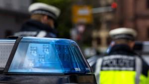 Dealer klaut Polizei Drogen – Minderjährige bauen Unfall mit Autos der Eltern