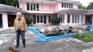 Immobilie als Geldanlage mal anders: Christian de Berdouare hat 2014 die Villa von Pablo Escobar gekauft. Nun lässt er sie abreißen, weil er dort Beute aus den krummen Geschäften des Drogenbosses vermutet.