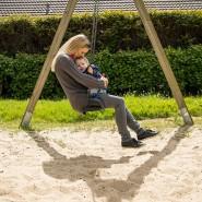 Schon die Entscheidung für ein Kind reduziert das Lebenserwerbseinkommen von Müttern im Durchschnitt um 40 Prozent im Vergleich zu kinderlosen Frauen.
