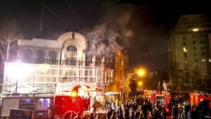 Demonstranten greifen saudische Botschaft in Teheran an