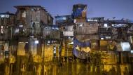 Leben in der Stadt: Wellblechhütten in Dharavi, Bombay, einem der größten Slums Asiens.