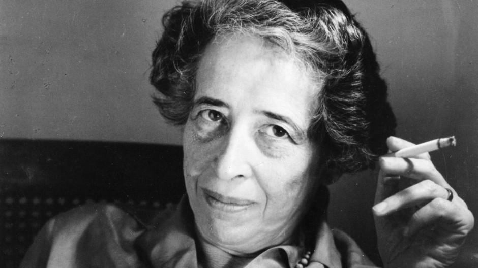 Aus der Geschichte der Juden in Deutschland hatte Arendt in den dreißiger Jahren die Lehre gezogen, dass es strikt auf rechtliche/politische Gleichheit ankam, nicht auf die Abschaffung von Unterscheidungen und Vorurteilen.