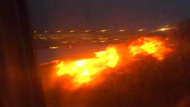 Triebwerk fängt bei Notlandung in Singapur Feuer