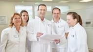 Dr. med. Matthias Riedl (Mitte) und sein Team.