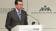 Guttenberg fordert klares iranisches Signal