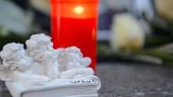 Trauer in Arnstein: Laut Ermittler war ein Stromgerät für die Kohlenmonoxid-Vergiftung der Jugendlichen verantwortlich.