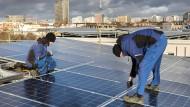 Die Wohngenossenschaft Moeckernkiez in Berlin lässt zwei Photovoltaikdachanlagen installieren.