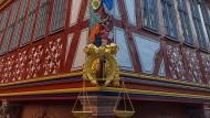 Schmuckstück: Für den Wiederaufbau der Goldenen Waage wurden zahlreiche Spolien verwendet.