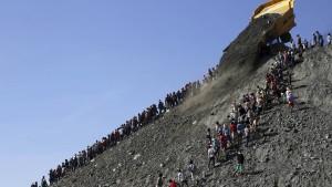 Dutzende Tote nach Erdrutsch befürchtet