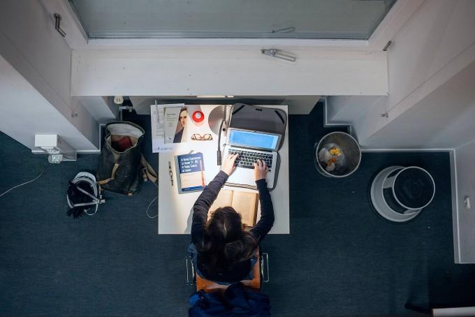 Viele Studenten nutzen die Zeit, um ungestört und intensiv an ihren Hausarbeiten zu schreiben.