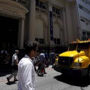Ein Geldtransporter vor der Zentralbank in Buenos Aires.