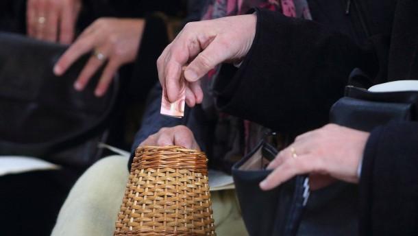 Was die Kirchen gegen leere Klingelbeutel an Heiligabend tun wollen