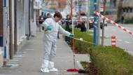 Polizeiarbeit am Tatort: Einer der am Donnerstag angeschossenen Männer ist am Samstag gestorben.