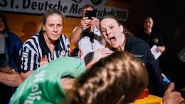 Weltmeisterin im Armwrestling auf Medaillenjagd