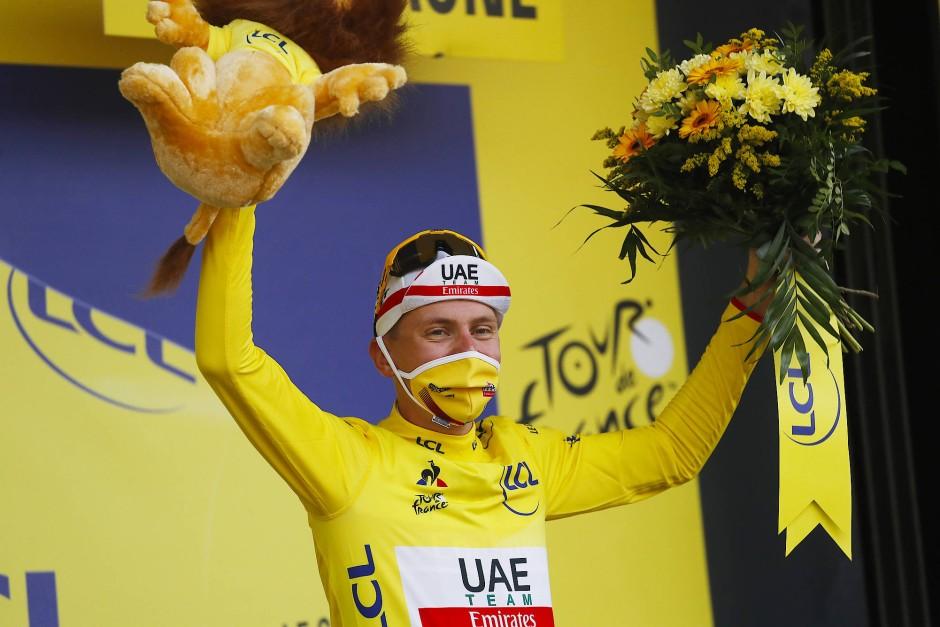 Verdient im Gelben Trikot: Pogacar feiert seinen Sieg.