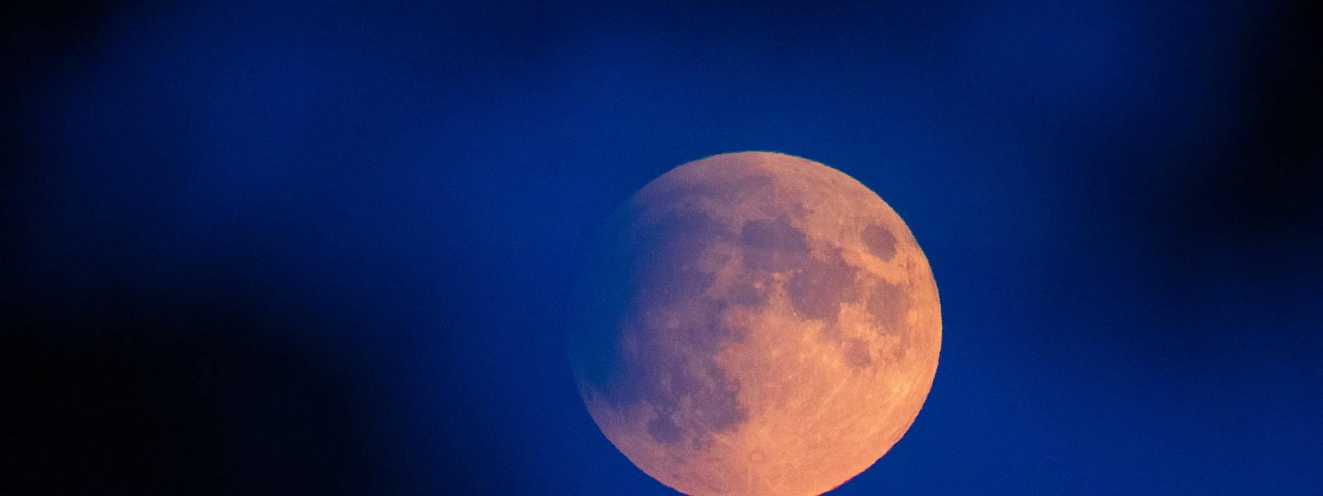 So entsteht eine Mondfinsternis
