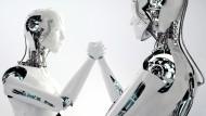 Der Wandel soll dazu führen, dass Menschen und Maschinen jeweils das tun, was sie am besten können. Roboter sollen dabei oft monotone  Aufgaben übernehmen.