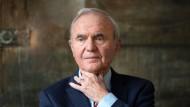 Otmar Issing, 83, war von 1998 der erste EZB-Chefvolkswirt. Vorher arbeitete er für die Bundesbank. Heute ist er Präsident des Center for Financial Studies in Frankfurt.