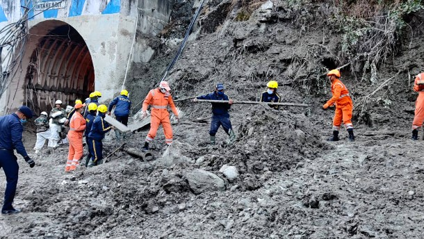 Mindestens 19 Tote nach Gletscherabsturz in Indien