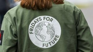 Klimademonstranten ziehen vor Kanzleramt