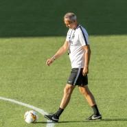 Vermeidbare Abspielfehler bleiben bei der Eintracht-Trainer Hütter ein Ärgernis.