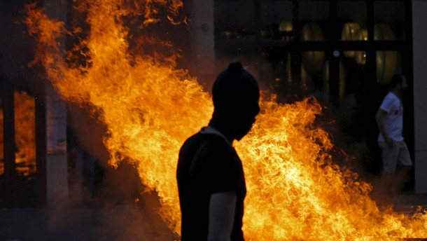 Polizei nimmt mutmaßliche G-20-Randalierer fest