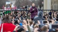 Erst der Anfang? Greta Thunberg spricht am Freitag am Brandenburger Tor in Berlin.
