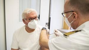 """Steinmeier: """"Lassen Sie sich impfen!"""""""