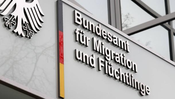 Berliner Senat streitet mit Bamf über Asylverfahren