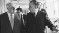 Besuch eines Kanzlers: Johann Georg Reißmüller im Gespräch mit Helmut Kohl am 11. November 1997 auf dem Weg zur großen Redaktionskonferenz