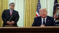 Präsident Donald Trump und sein Justizminister William Barr werden zur Zielscheibe für Bürgerrechtler.