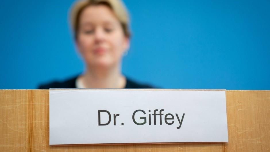 Das war einmal: Franziska Giffey mit Doktortitel im November 2011