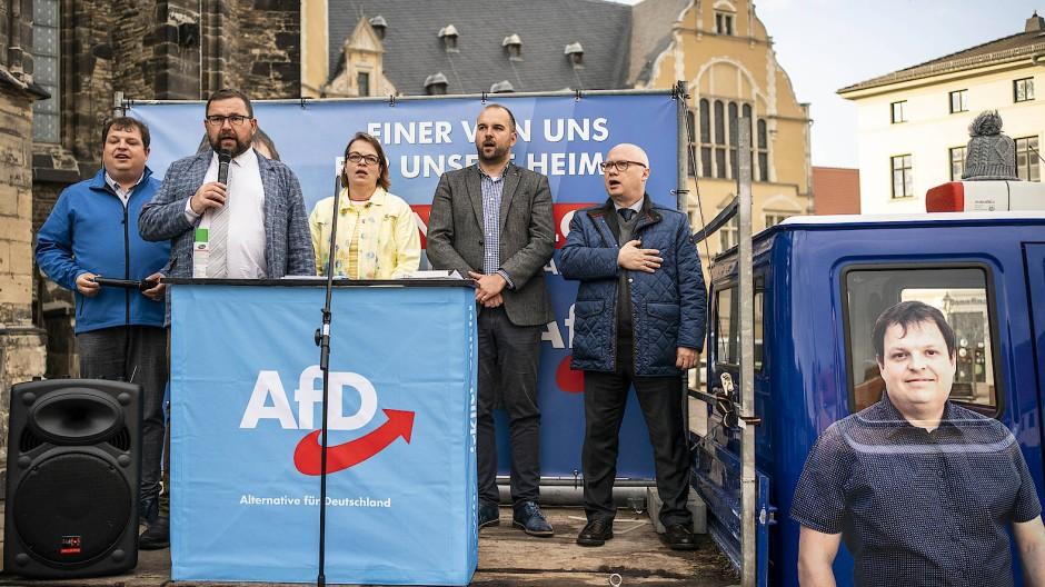 AfD-Wahlkampf in Köthen: Rechts Kirchner, der Spitzenkandidat der Partei