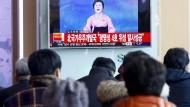 Ri Chun-hui in Aktion: Die Nachrichtensprecherin verkündet im nordkoreanischen Staatsfernsehen den Start einer angeblichen Interkontinentalrakete.