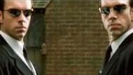"""Film-Kritik: Hugo Weaving (links und rechts) in """"Matrix Reloaded"""""""