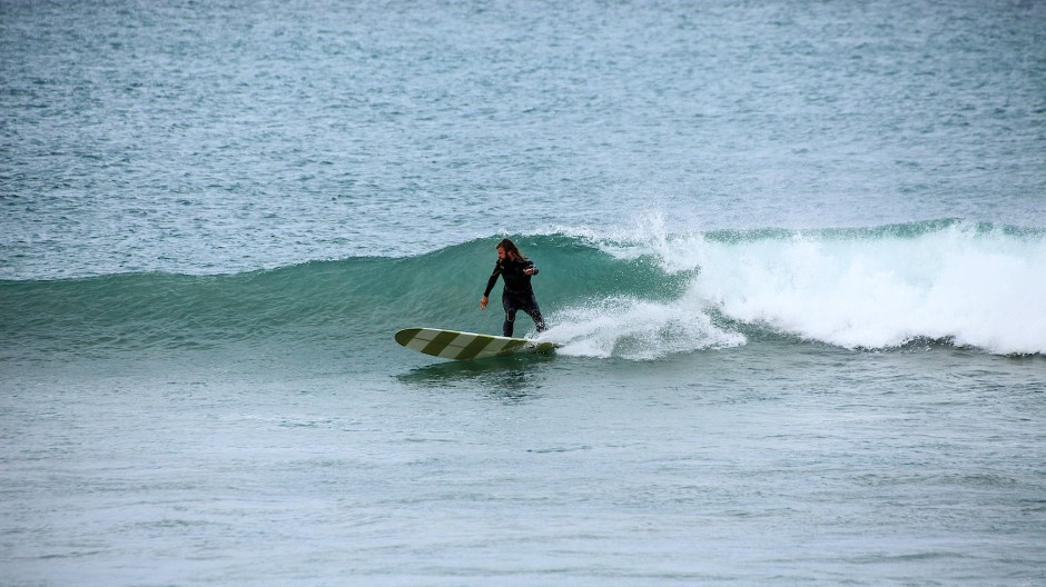 Das Surfbrett bleibt ein treuer Begleiter.