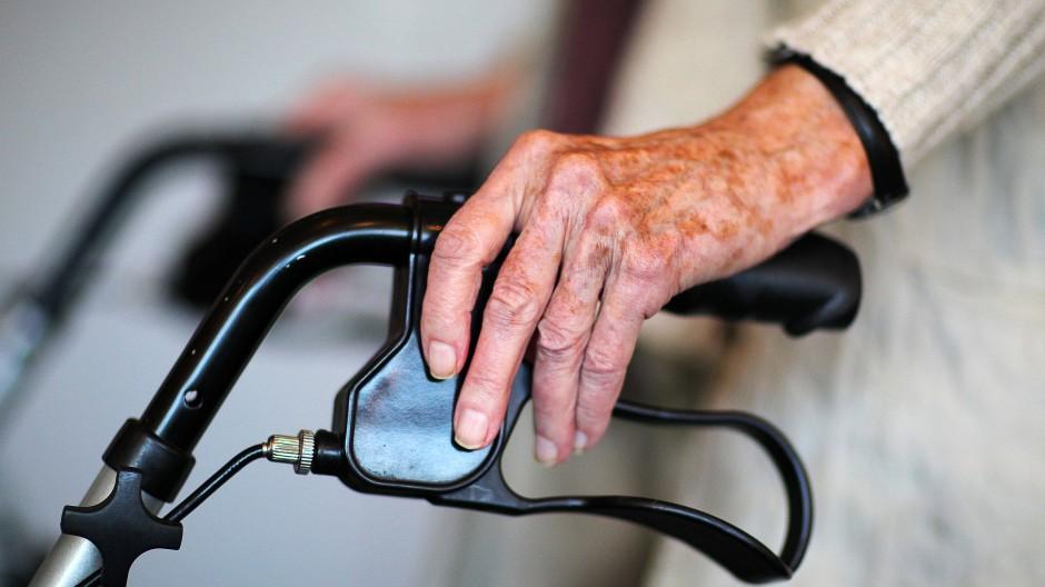 Wer Pflege- oder/und Familienpflegezeit beanspruchen will, muss die Pflegebedürftigkeit nachweisen.