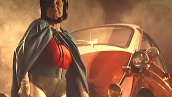 Superheldin mit 91
