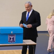Ministerpräsident Benjamin Netanjahu bei der Stimmabgabe