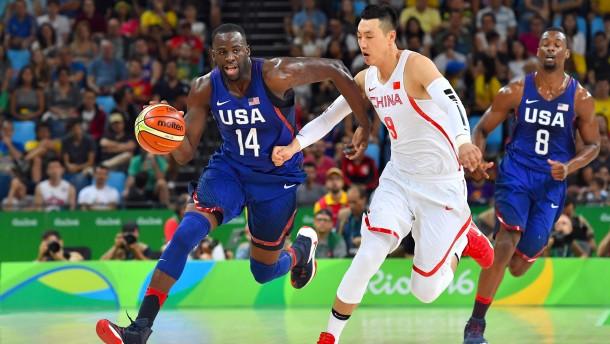 Amerikas Basketballer spielen China in Grund und Boden