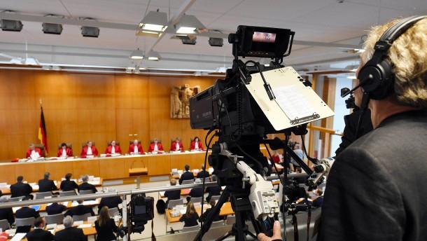 Bundesverfassungsgericht erhöht Rundfunkbeitrag vorläufig auf 18,36 Euro