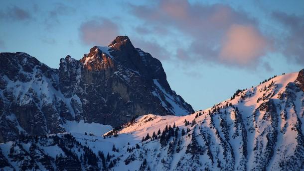 Deutscher Kletterer stürzt in die Tiefe und stirbt