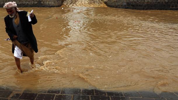 Tote und Verletzte durch starke Sturzfluten