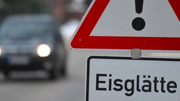 Schnee und Frost sorgen für Unfälle in Hessen